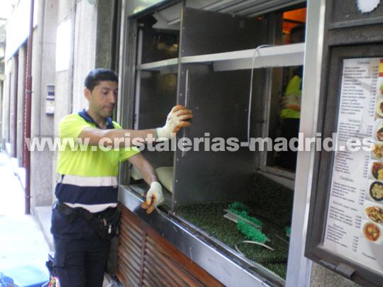 Luna rota en un restaurante de Madrid