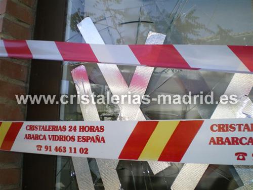 Sustitución de cristal en un banco en Madrid